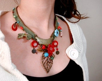 Green zipper necklace, statement necklace, beaded necklace, leaf charm necklace