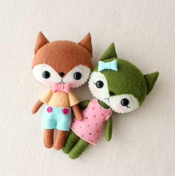Flicker and Twizzle are an adorable pair of Pocket FoxesFlicker and Twizzle are an adorable pair of Pocket Foxes