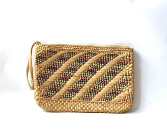 vintage 1980's raffia purse handwoven handbag bag womens fashion boho retro clothing grass straw large rectangular wrist strap colorful old