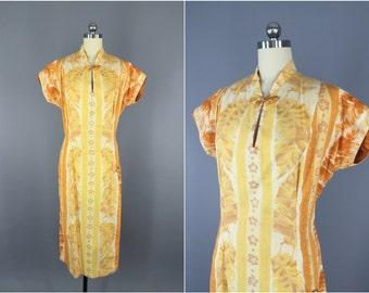 Vintage 1940s Dress / 40s Day Dress / Nani of Hawaii Hawaiian Dress / Yellow Cotton Cheongsam / Mad Men Mid-Century / Size Medium M Large L