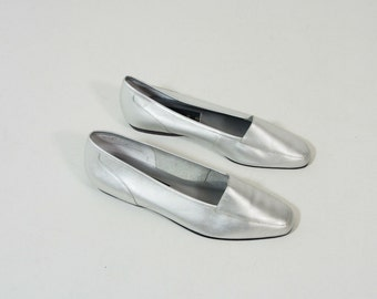 Vintage Metallic Silver Leather Flats Size 6 Loafers