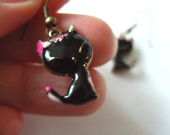 Cute, small, black and pink, enamel, CAT, earrings, bronze plated, whiskers, by NewellsJewels on etsy