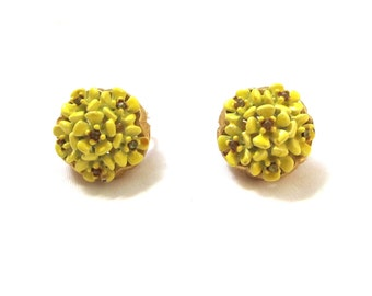 vintage earrings yellow flower cluster rhinestone 1960s clip on jewelry