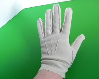 Vintage 1950s pale grey beige Gloves - 50s Neutral Pale Latte Wrist Length Gloves - on sale