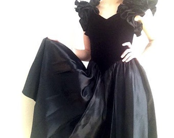 80s black velvet dress ballgown southern gothic size small MIDNIGHT DREAM
