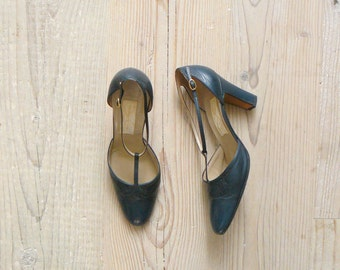 Vintage leather strappy heels. French heels. T-bar shoes us 8 / eu 38 / uk 5