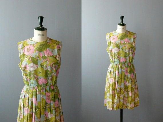 Vintage dress. 1960s floral print dress. Pleated skirt dress