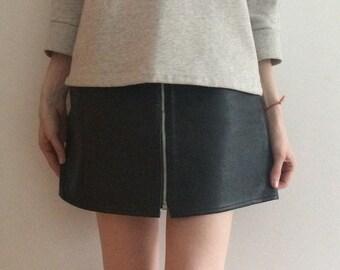 90s black leather zip mini skirt (s/m)