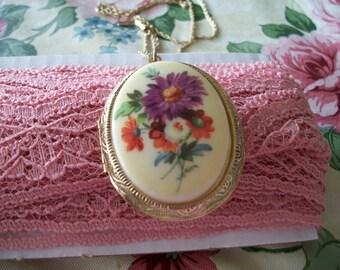 Vintage Signed 1928 Floral Locket Necklace