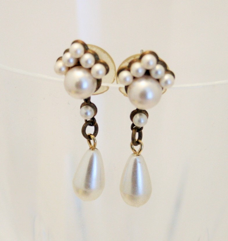 vintage earrings pearl drop earrings by chicvintageboutique