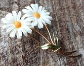 Vintage 1960s Daisy Brooch // 60s 50s Daisies // NOS // Flower Child // Spring