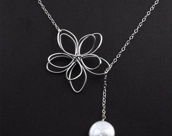 Flower and Pearl Lariat. Wedding Jewelry, Y Necklace, Bridal Jewelry, Maid of Honor, Flower Necklace, Hand Wired Flower Charm,Gift for Her