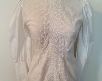 Vintage 1970's Women's White Button Down Back Shirt More like a Juniors 3 to 5