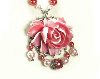 Vintage Style Pink and White Rose Beaded Necklace