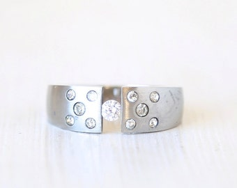 Vintage Minimally Sleek Crystal Ring // Stainless Steel // size 11 // everyday silver ewelry