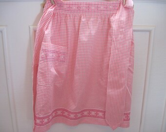 Cute vintage Pink Gingham apron chicken scratch embroidered design pocket apron cross stitch
