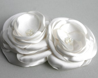 Ivory Flower Headpiece, Floral Hairpieces, Flower Hair Clip, Ivory Bridal Hair Piece, Wedding Hair Piece, Flower Hair Pin, flower Brooch