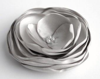Grey Flower Hair Clip, Silver Flower Hairpiece, Bridal Hair Accessory, Bridal Flower Hair Piece, Bridesmaid Hair Piece, Floral Headpiece