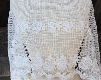 Very cute off white   color    venice  lace  1  yard listing