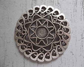 Large Silver Medallion Pendant - Ethnic Style - Oxidized & Antiqued Silver Sterling Plated Pewter - Qty 1