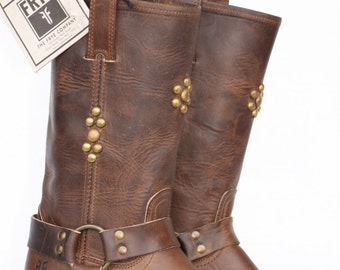 Beautiful Unique Studded Frye oiled leather motorcycle/harness boots 7.5 M New without a box