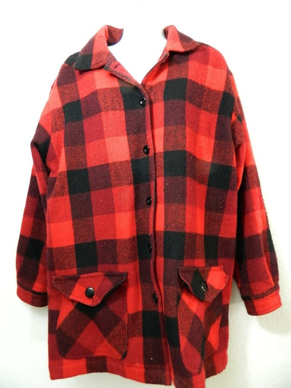 Men's oz wool blend plaid hunting jacket has button front closure, slit pockets and flap pockets in the front, rear back game pockets, and a quilted lining.