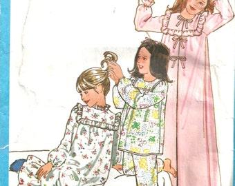 Simplicity 8697 Nightgown, Pajamas, Robe Pattern 1970's Girls Size 7,8