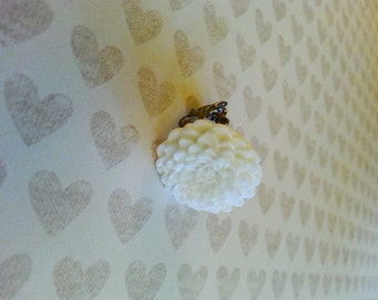 White Chrysanthemum Cabochon Flower Ring