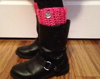Girls Boot Cuff With Button, crochet boot cuff, Boot topper, leg warmers, boot socks, fall fashion, stocking stuffers, photo prop, fashion
