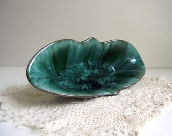 Blue Mountain Pottery Tulip Dish , Vintage Retro Collectible Bowl , Canadian Souvenir , Vase Centerpiece , BMP Canada