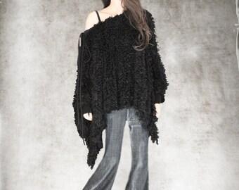 Women black cape/poncho fake fur/long sleeve