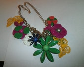 Vintage Necklace Daisy flowers different shapes circa 1960's