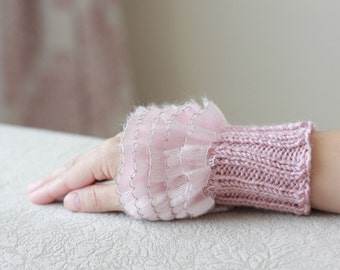 Dusty pink Ruffled gloves, Women fingerless gloves, pink cozy gloves, women knit wrist cuff,