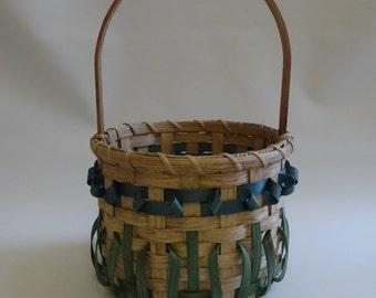 Round Basket /Flower Basket / Handwoven Basket/Easter Basket
