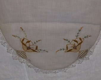 Design Dresser Scalloped Edge Runner or Dresser Scarf