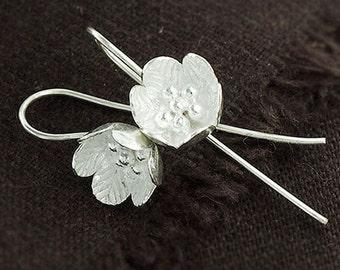 1 pair of Karen Hill Tribe Silver Flower Earrings 11 mm. :ka4061