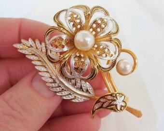 Lightweight Filigree Pearl Floral Brooch
