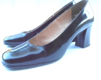 Vintage Basic Black Patent Leather Pump Classic Retro Ladies Shoes Round Toe Shoe Size 8 Chunky High Heel Traditional Womens Villacollezione
