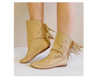 vtg 70s fringe CUT OUT tan leather Ankle BOOTS 8.5 studded moccasins native Navajo southwestern hippie boho flat shoes