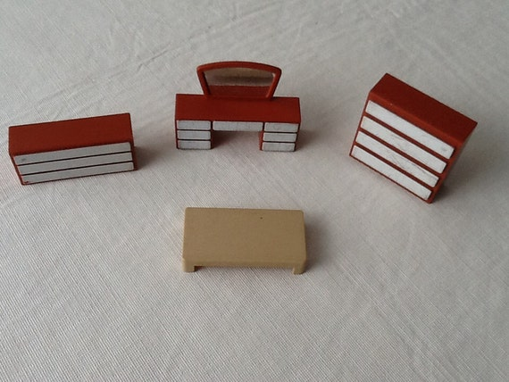 Vintage Arco 4 Pc Plastic Dollhouse Furniture Bedroom Vanity