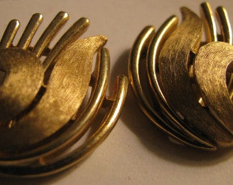 Golden sheaf spiked hollywood regencytextured earrings by  Crown Trifari PERFECT condition