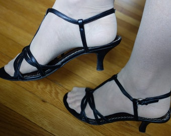 Cute and sexy strappy black sandal heels sling back T-strap Rockabilly 1950's vibe dance shoes prom bridal formal curvy retro heel size 6.5