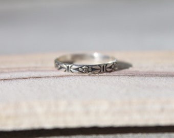Sterling Silver Floral ring/ sterling scroll ring/ silver scroll ring/ vintage ring/ dainty ring/ stacker ring/ silver stacker ring/