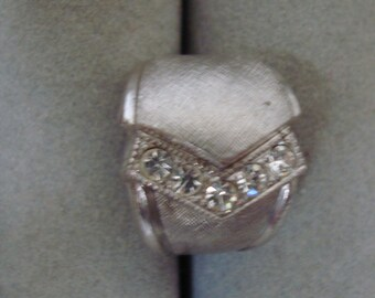 STERLING SIVER ring. size 4 , , condition is LIke new, SIMULATED diamondsi.,