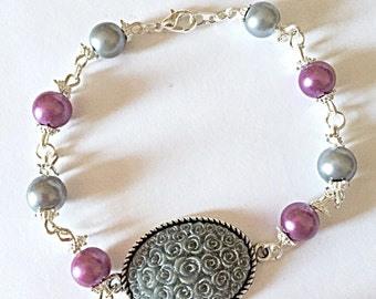 Pretty Bead Bracelet - Grey Flower Cabachon - Grey and Purple