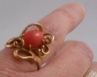 14K Yellow Gold Unique Vintage Coral Ring Size 5.5