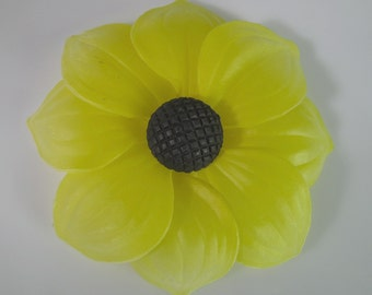1 Vintage 68mm Yellow Daisy Sunflower Glue-On Cabochons Cb81
