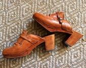 70's Latinas tan leather clogs 9B 40