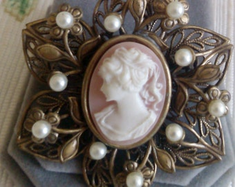 Jerry Cameo and Pearl Lace Metal Brooch
