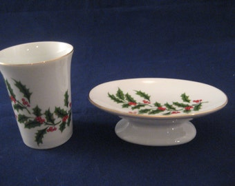 Christmas Holly and Berries China Soap Dish and Glass Vintage 1970s Christmas Bathroom Decor Pedestal Soap Dish and Tumbler